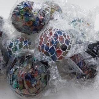Stressbolde i net med vandperler - sorte eller hvide