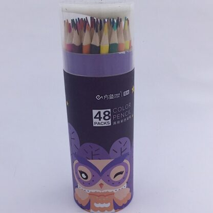 Farveblyanter i lilla rør med blyantspidser