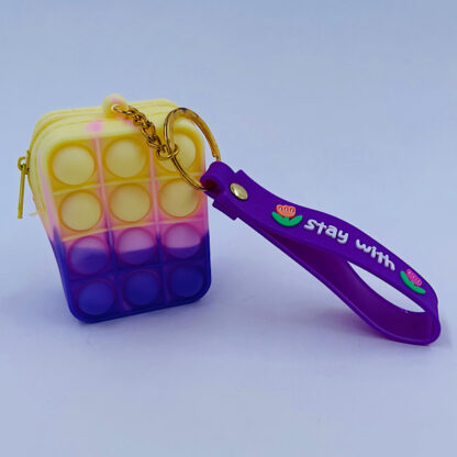 Pop it nøglering med pung regnbuefarvet gul pink lilla Bubble Fidget Toy