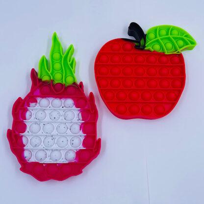 Knald rødt æble med en smuk dragefrugt frugt samling