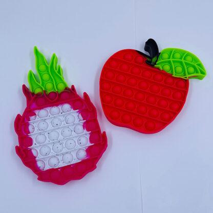 Knald rødt æble med en smuk dragefrugt