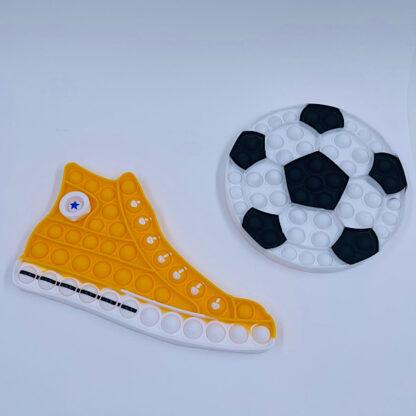 Mega fed kondisko og bold til en starter fodbold stjerne boldspil spark bevægelse